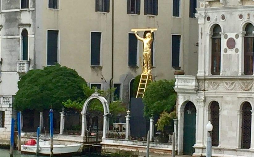 L'Uomo che misura le nuvole di Jan Fabre a Palazzo Balbi Valier