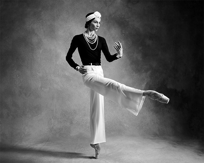 Svetlana Zakharova veste la classe di Coco Chanel
