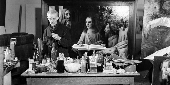 Han van Meegeren al lavoro, 1945 Photo by Koos Raucamp (ANEFO)
