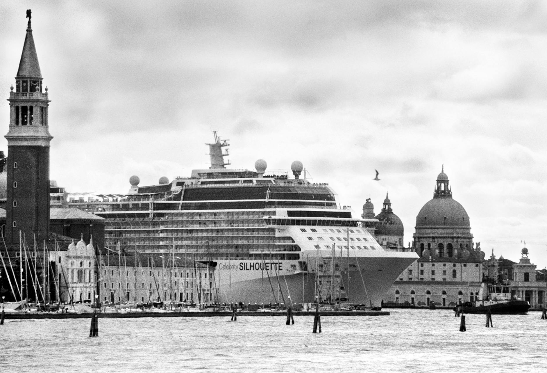 Venezia e le grandi navi secondo Gianni Berengo Gardin