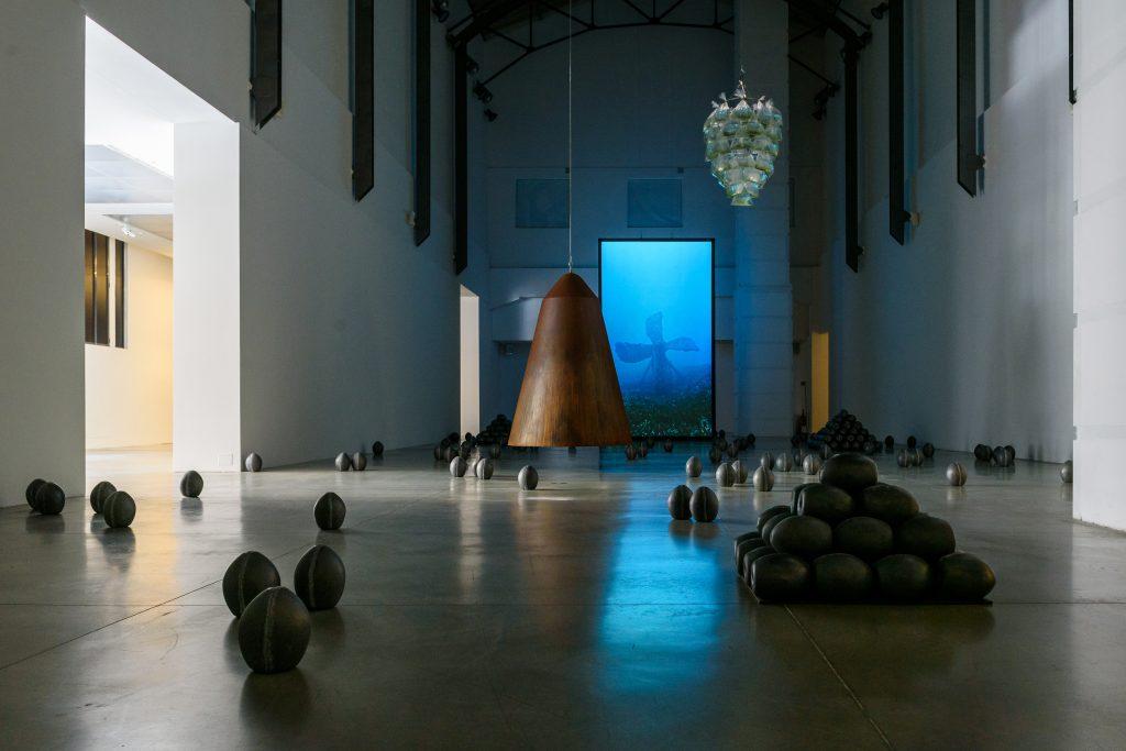 Oltre l'umana follia: Julian Charrière in mostra a Bologna