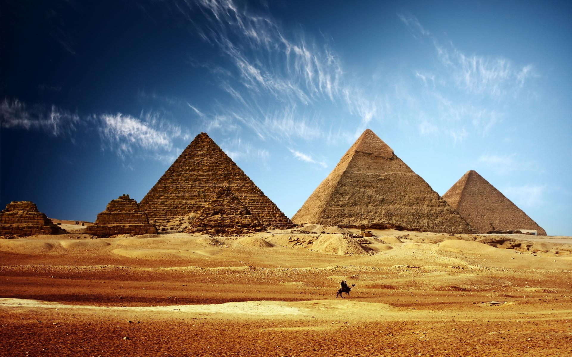 """Selfie """"osceno"""" sulle Piramidi, arrestato in Egitto un turista americano"""
