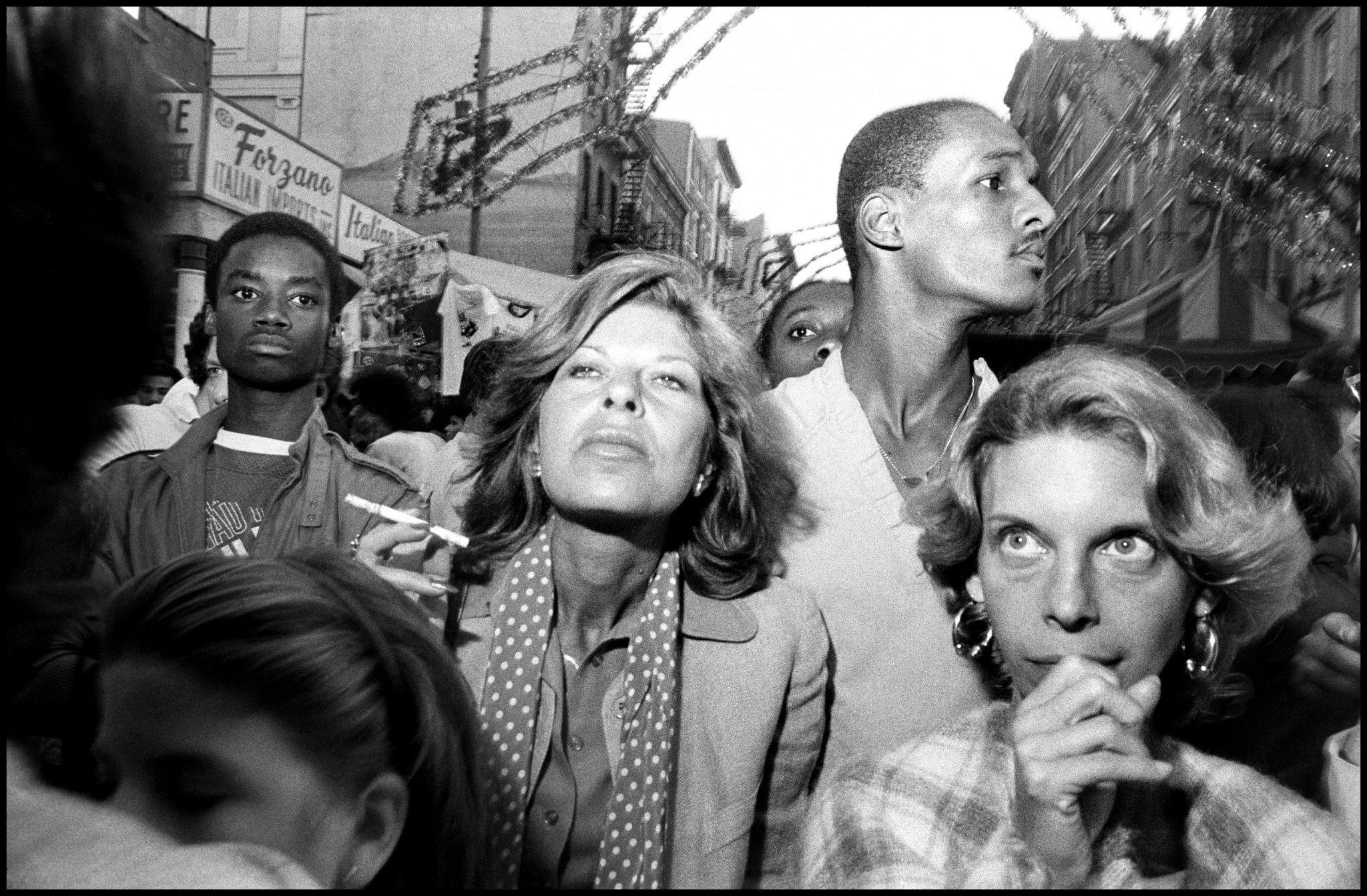 """""""Se riesci a sentire l'odore della strada mentre guardi una foto, allora è street photography"""". Bruce Gilden e i volti di passaggio"""