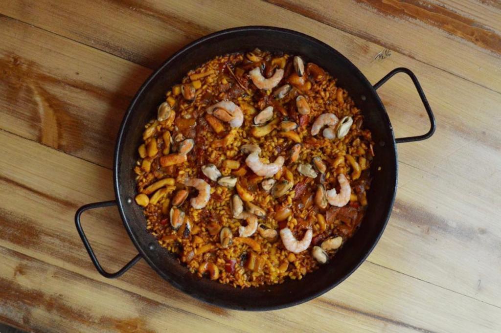 """La Spagna in versione familiare di  """"Hola – tapas & paellas"""""""