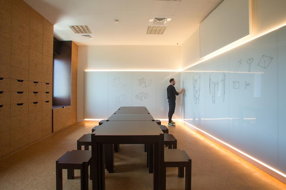 Di sughero e vetro. L'eleganza fa la nuova sala didattica a Villa Paloma, Monaco