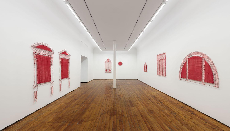 Il disegno come matrice del pensiero. Il filo rosso di Letizia Cariello in mostra a Milano
