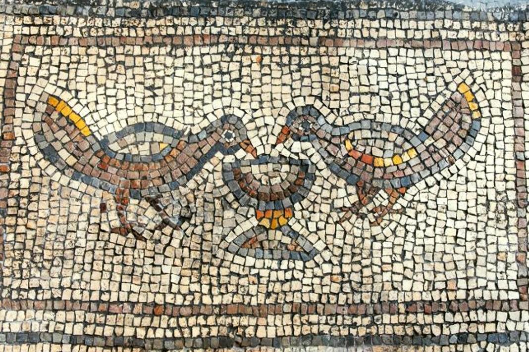 I mosaici scoperti nella cosiddetta Chiesa bruciata di Hippos (foto Michael Eisenberg)