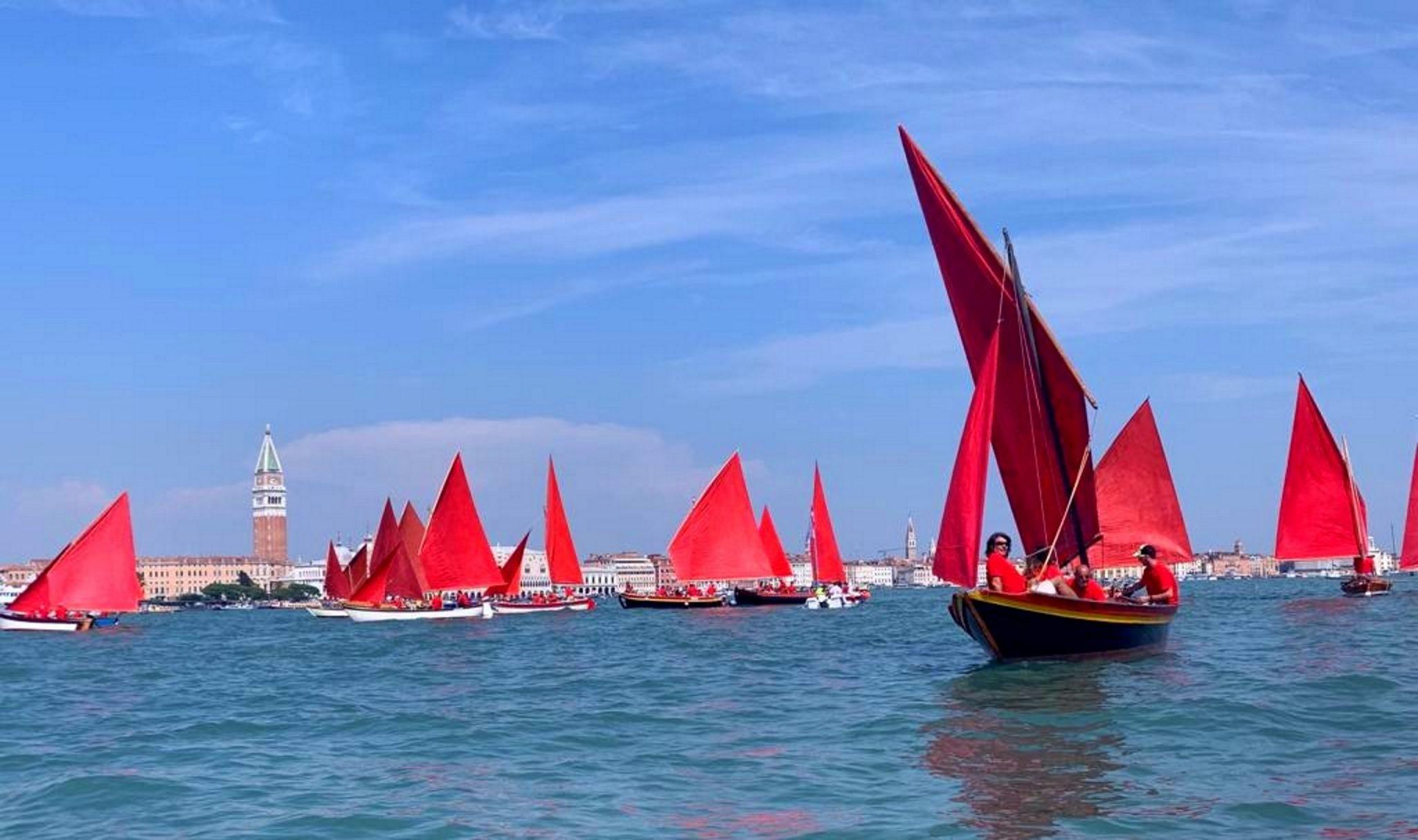 Melissa McGill, Red Regatta, Bacino di San Marco, Venezia (foto Anna Mattioli)