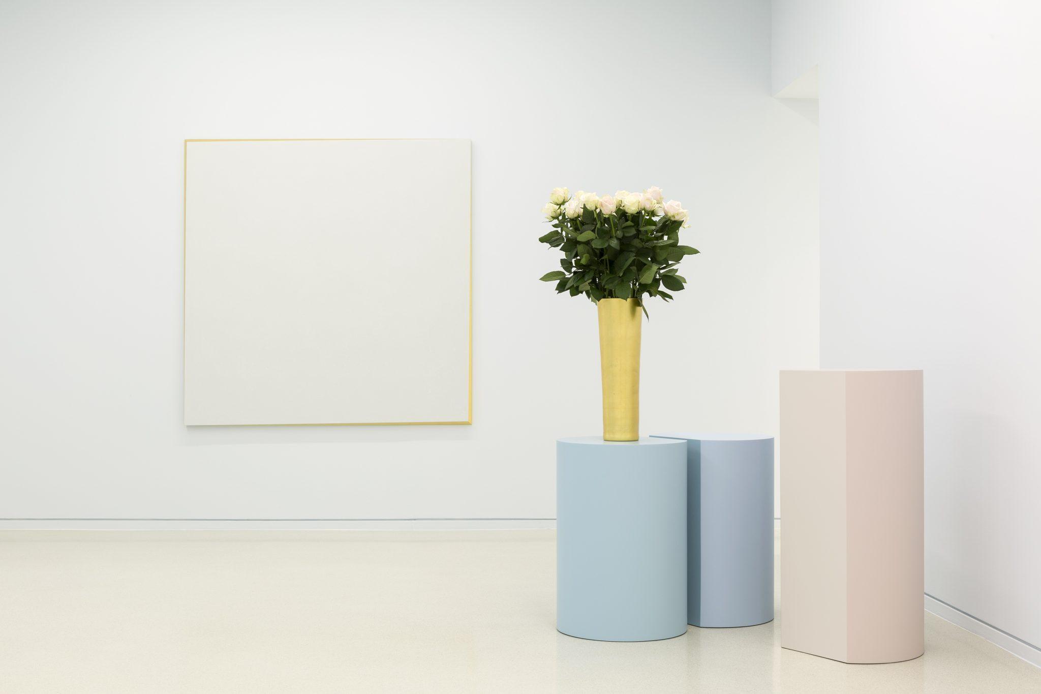 Vue d'exposition Ettore SpallettiOmbre d'azur, transparence Nouveau Musée National de Monaco – Villa Paloma Photo : Werner Hannappel, VG-Bildkunst Bonn 2019