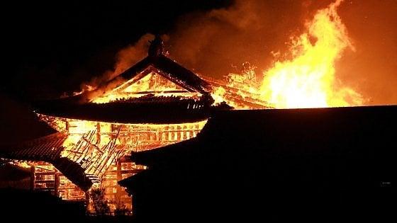 Incendio distrugge il Castello Shuri a Okinawa, patrimonio Unesco dal 2000