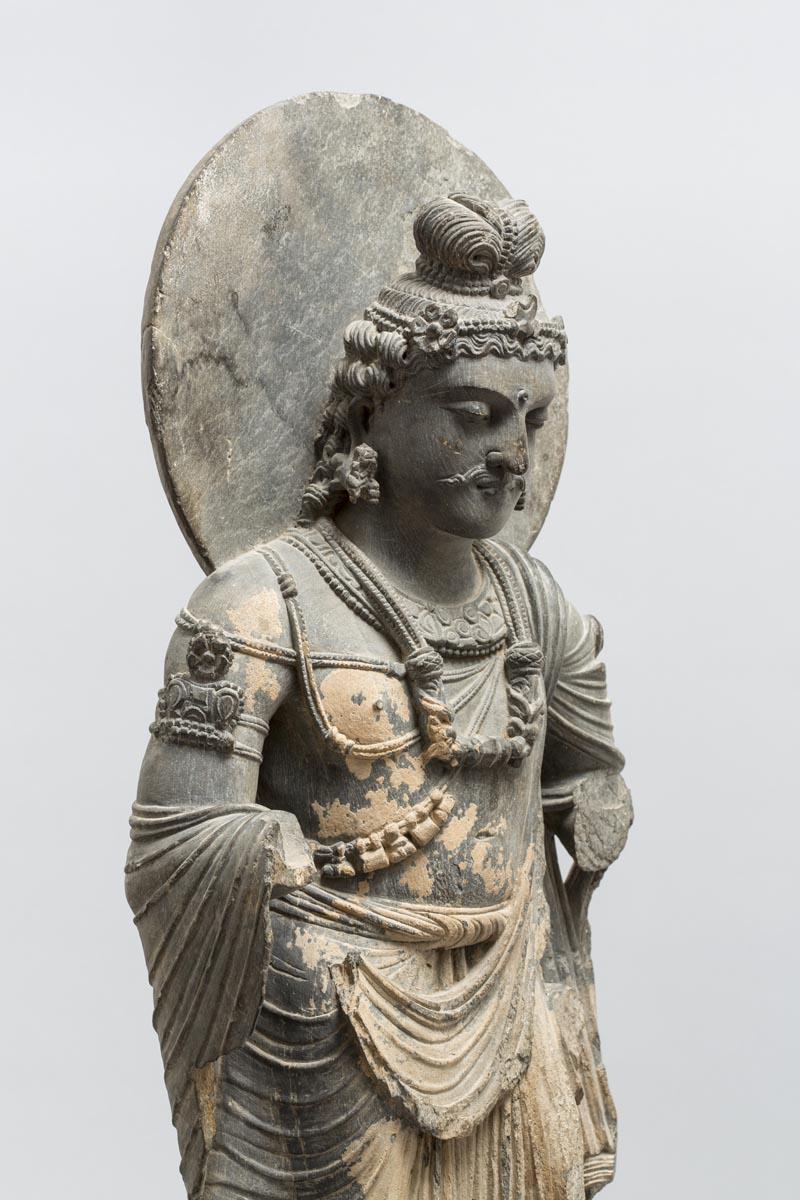 Bodhisattva Maitreya, Gandhara, II – III secolo d.C., scisto grigio, 88 cm