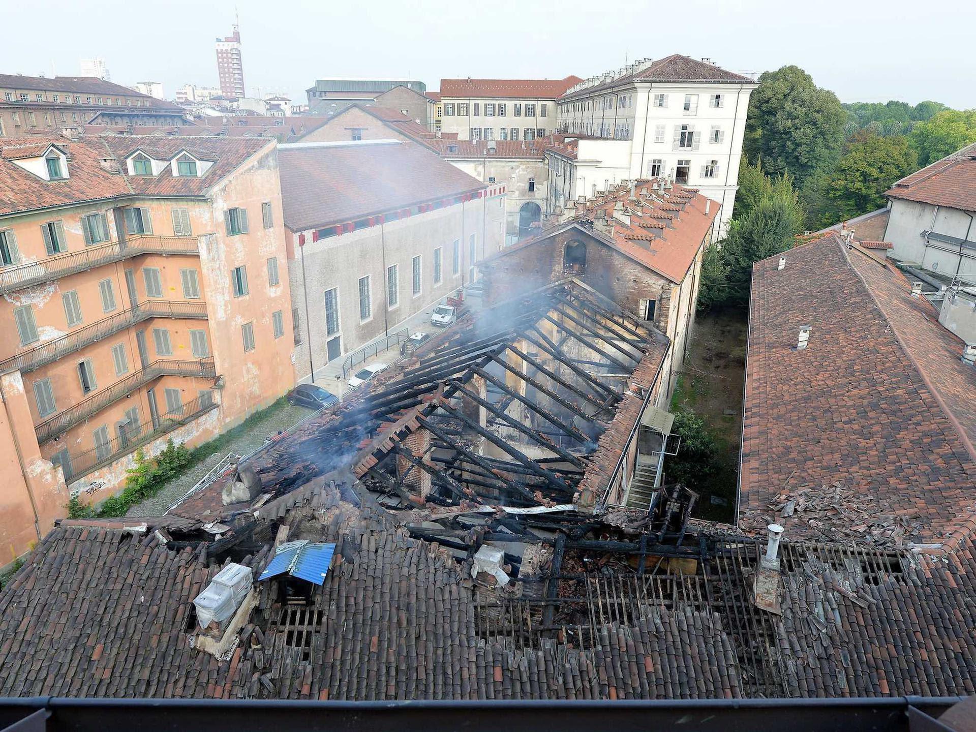 Brucia la Cavallerizza Reale, patrimonio Unesco nel cuore di Torino