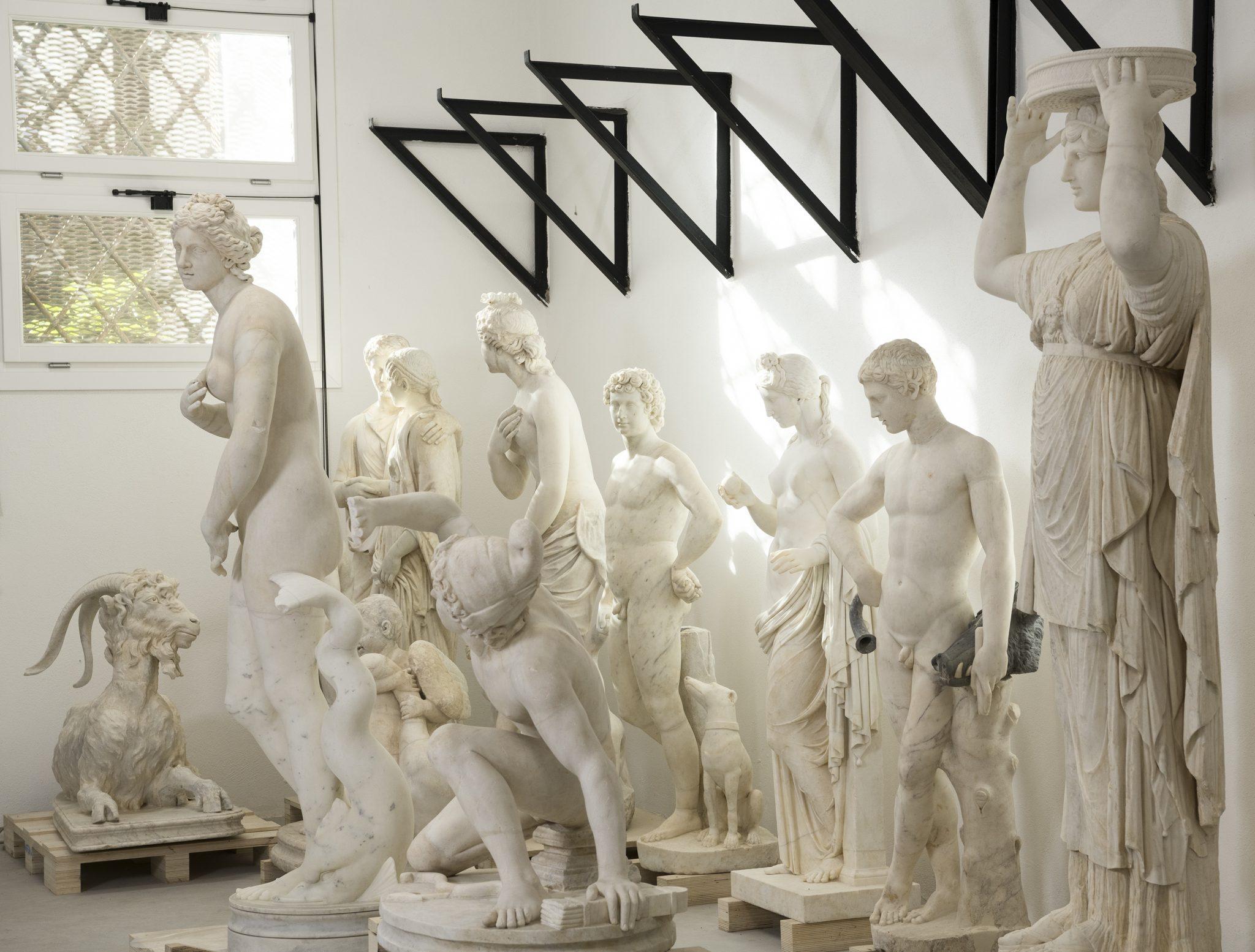 Collezione Torlonia, via della Lungara: gruppo di sculture restaurate: in primo piano Cariatide (Inv. 485), sullo sfondo statua di caprone in riposo (n. inv. 441)