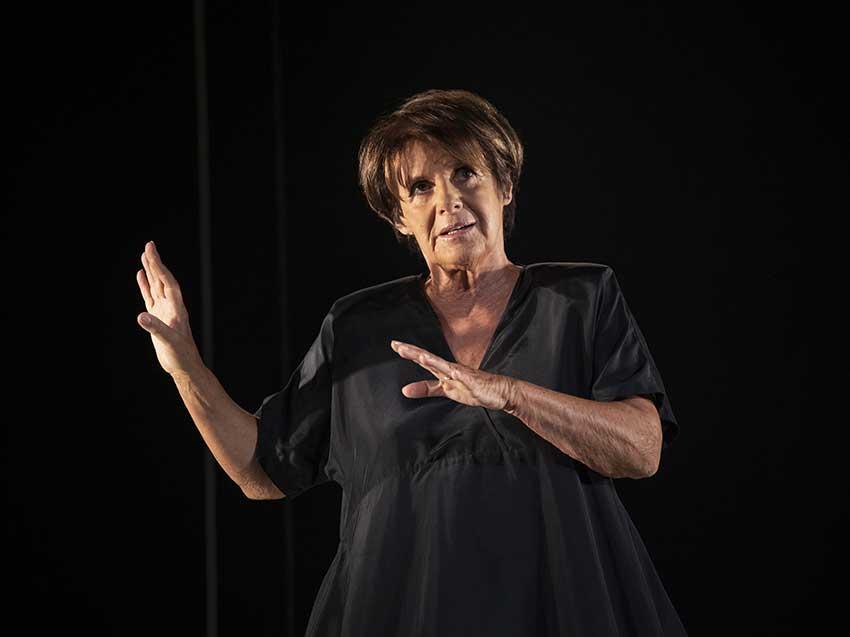 Lella Costa in scena al Piccolo Teatro Grassi con La parola giusta