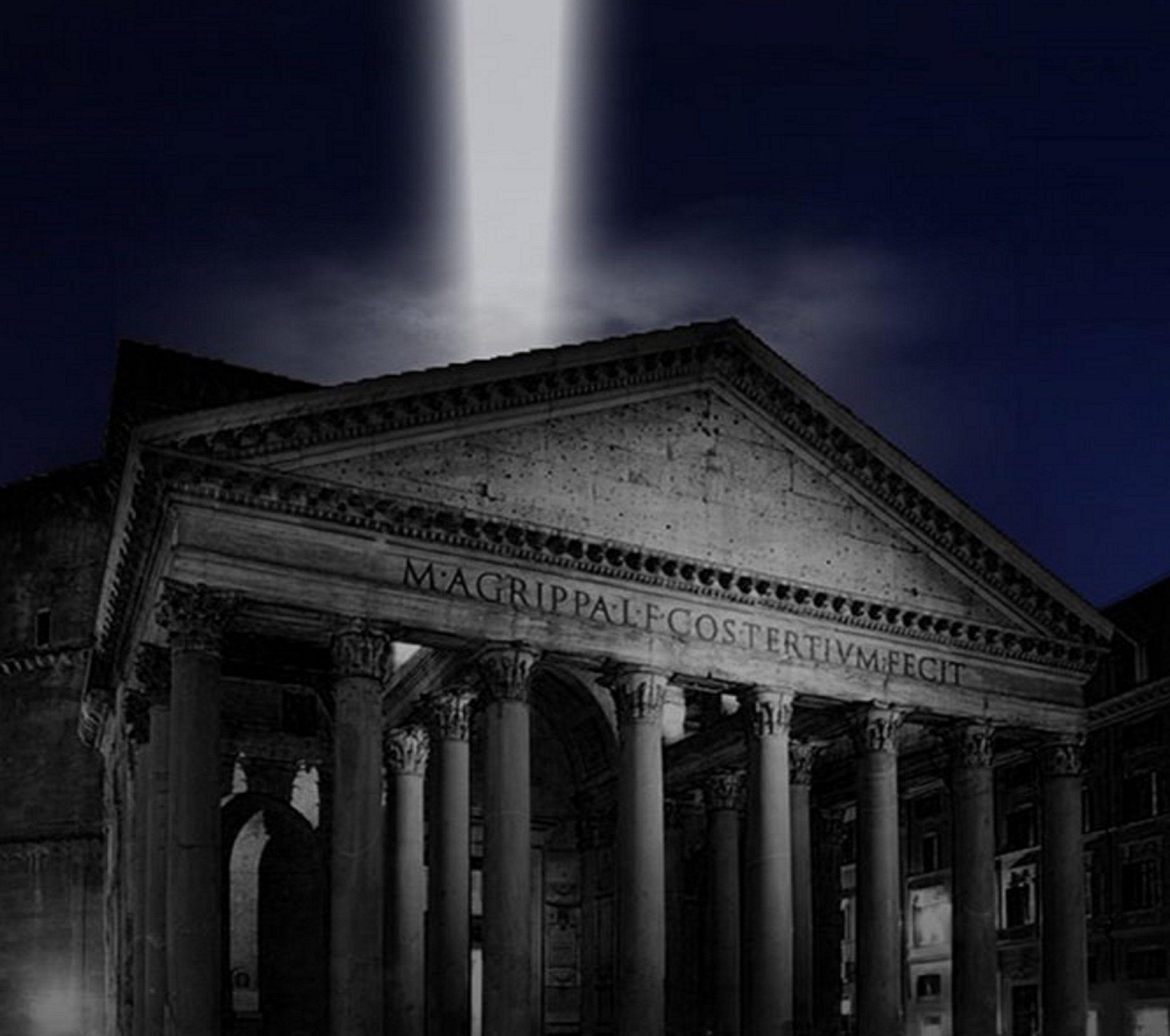 fascio di luce sul Pantheon