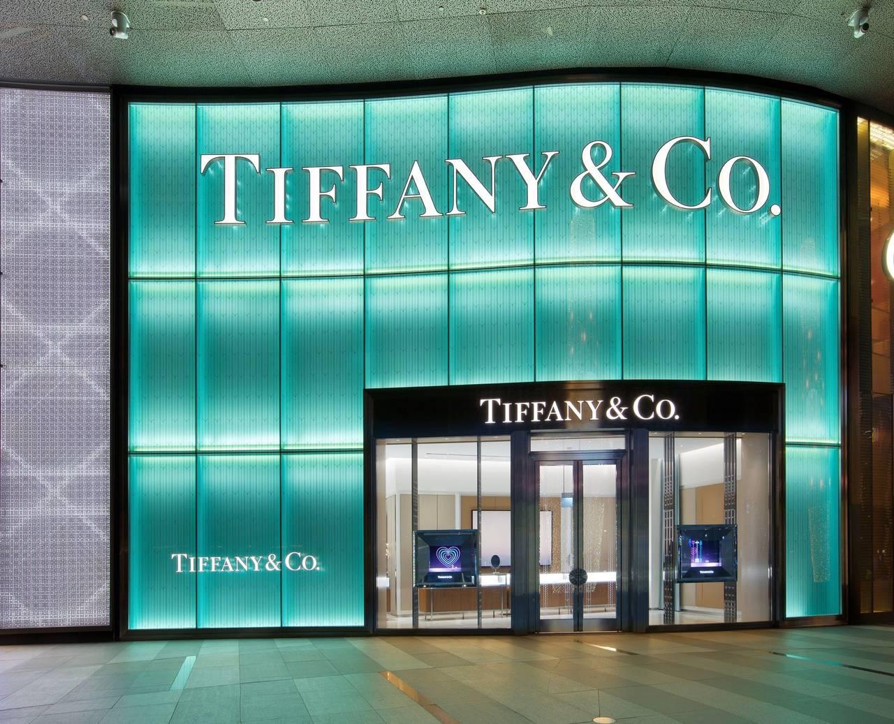 Colpo grosso di Bernard Arnault. LVMH acquisisce i gioielli di Tiffany