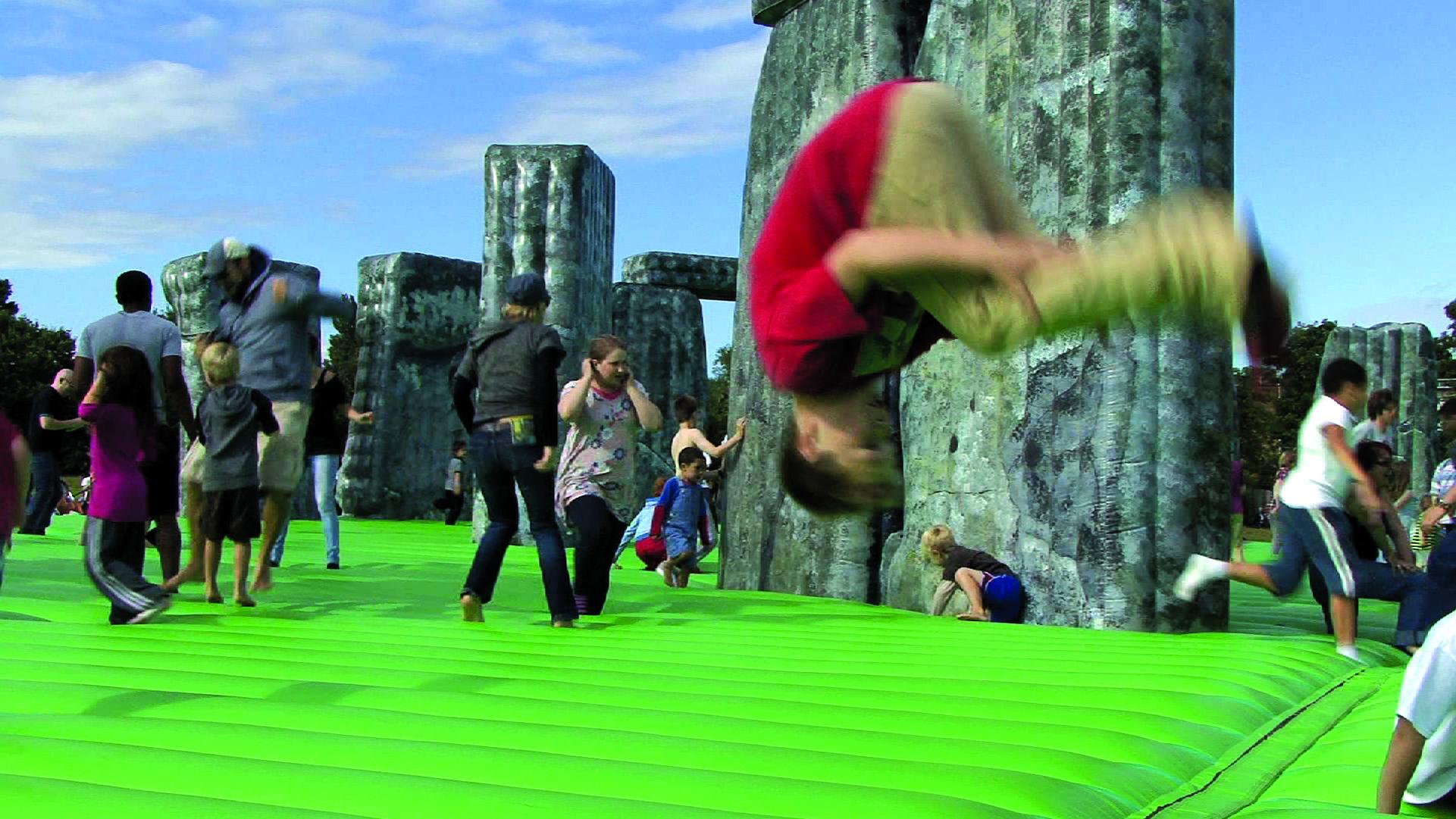 Torna a Firenze Lo schermo dell'arte. Tutte le novità: Jeremy Deller, anteprime mondiali e un film festival performativo