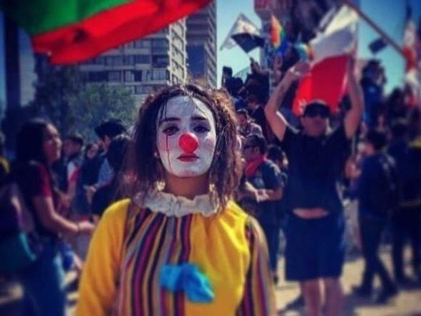 La tragedia di Daniela Carrasco: la Mimo che protestava in piazza trovata morta in Cile