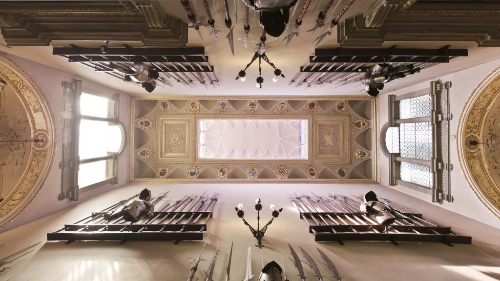 Risplendono armi, spade e scudi della meravigliosa casa-museo Bagatti Valsecchi di Milano. Visite ad hoc