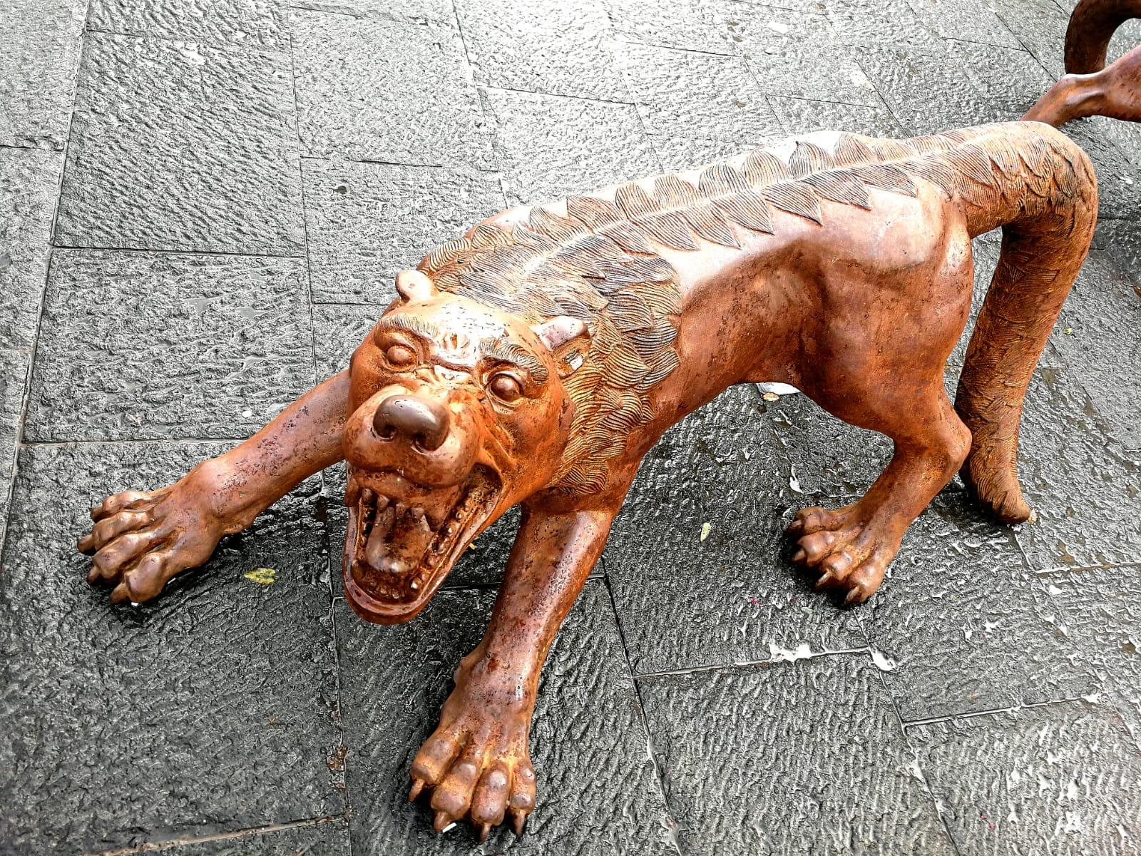 Liu Ruowang, Wolves Coming, piazza del Municipio, Napoli. Foto Artslife