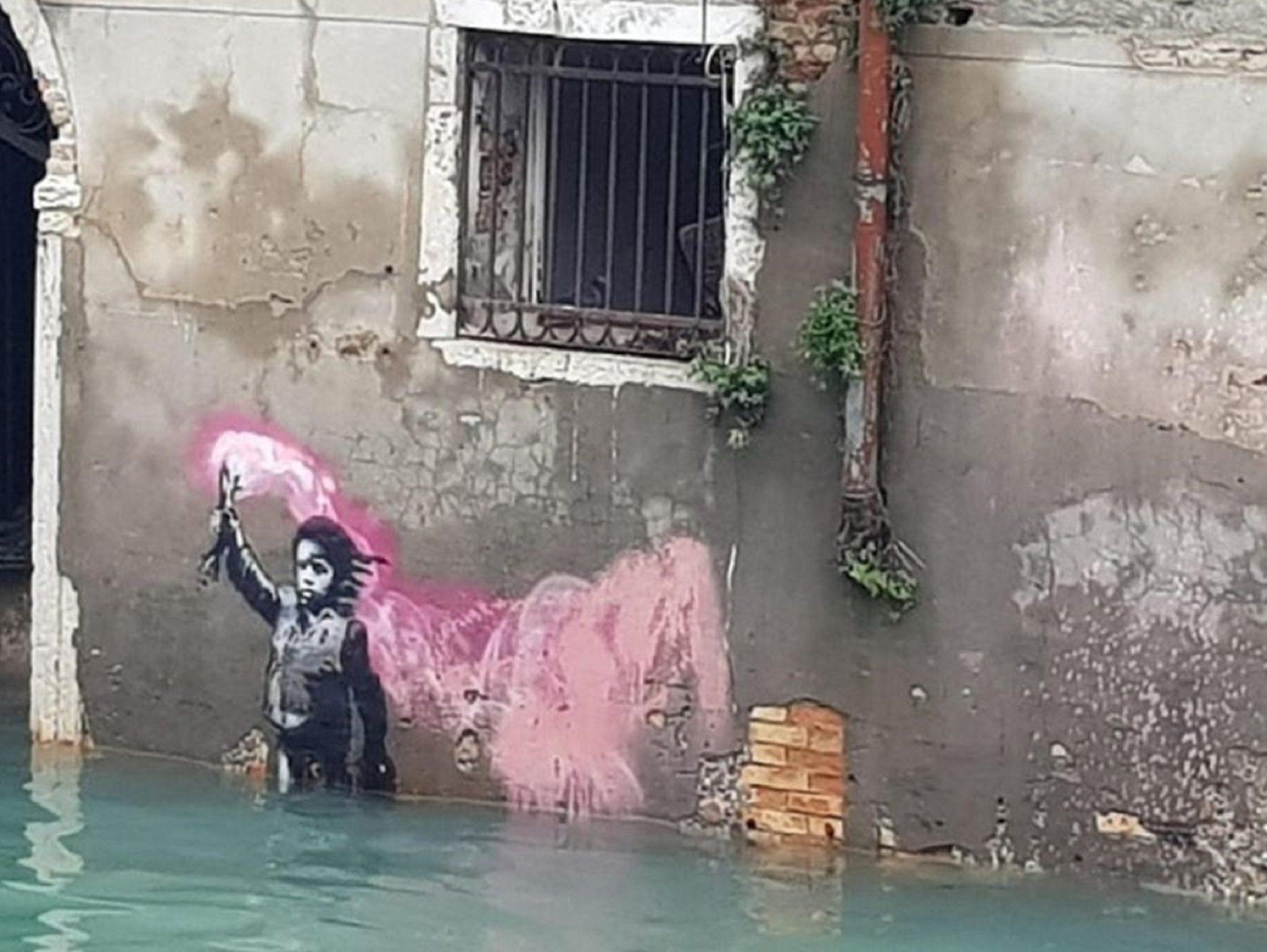 SOS VENEZIA. L'acqua alta sommerge anche il murale di Banksy