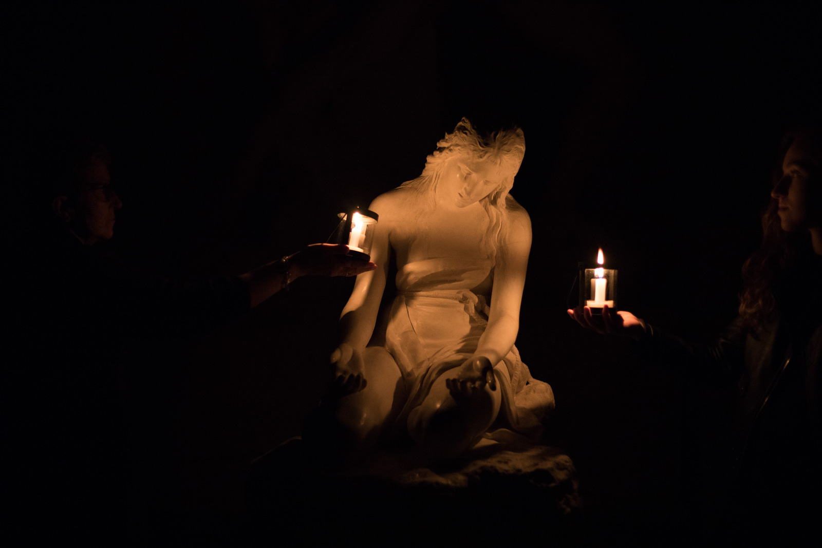 Le statue di Canova alla luce delle lanterne. Viaggio notturno nella Gypsotheca di Possagno