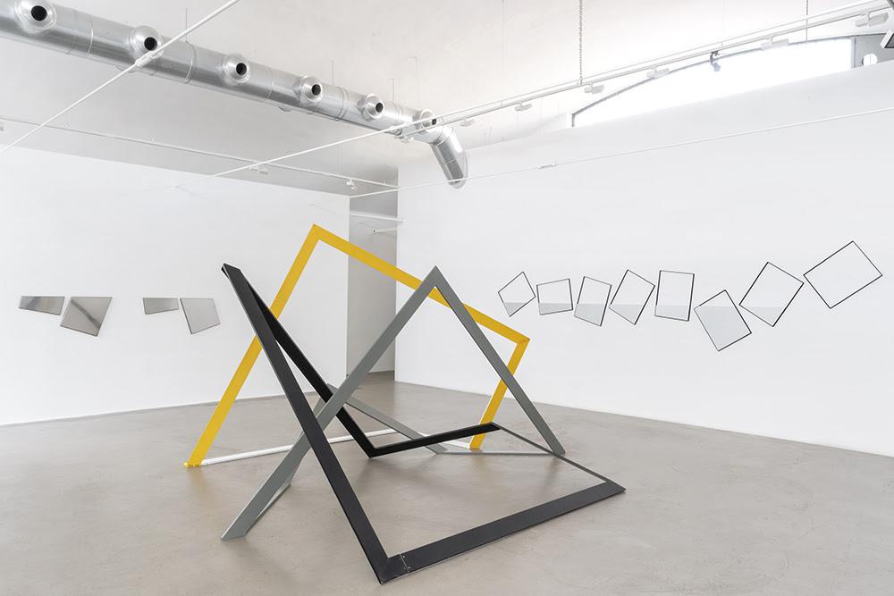 Una spazialità nel caso. La grammatica scultorea di Grazia Varisco a Milano