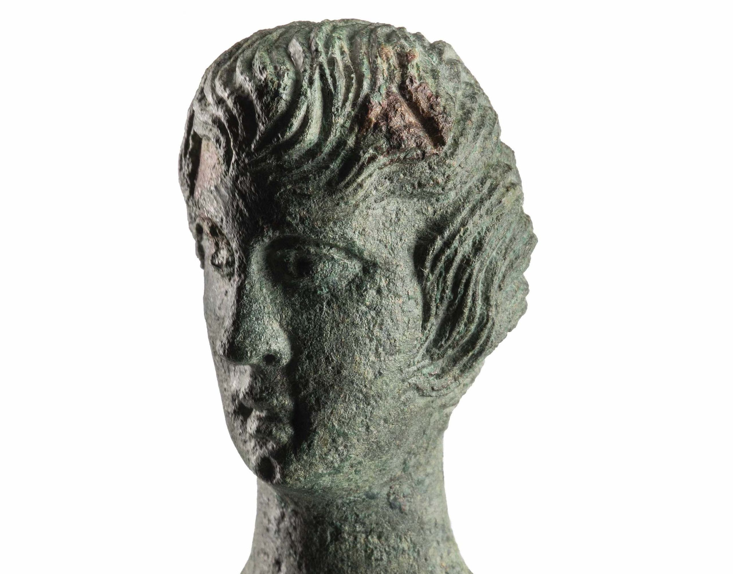 Straordinarie scoperte a San Gimignano: un eccezionale bronzetto e reperti rituali etruschi e romani