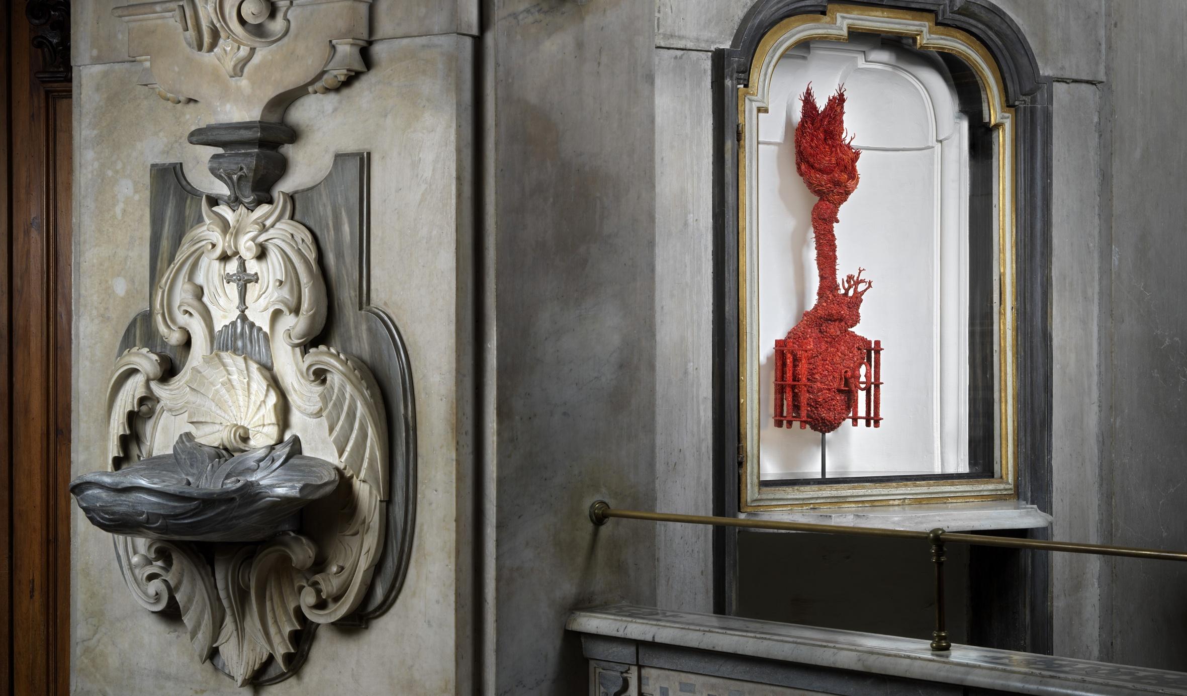 Fabre meets Caravaggio. Ecco le immagini delle grandi sculture al Pio Monte della Misericordia di Napoli