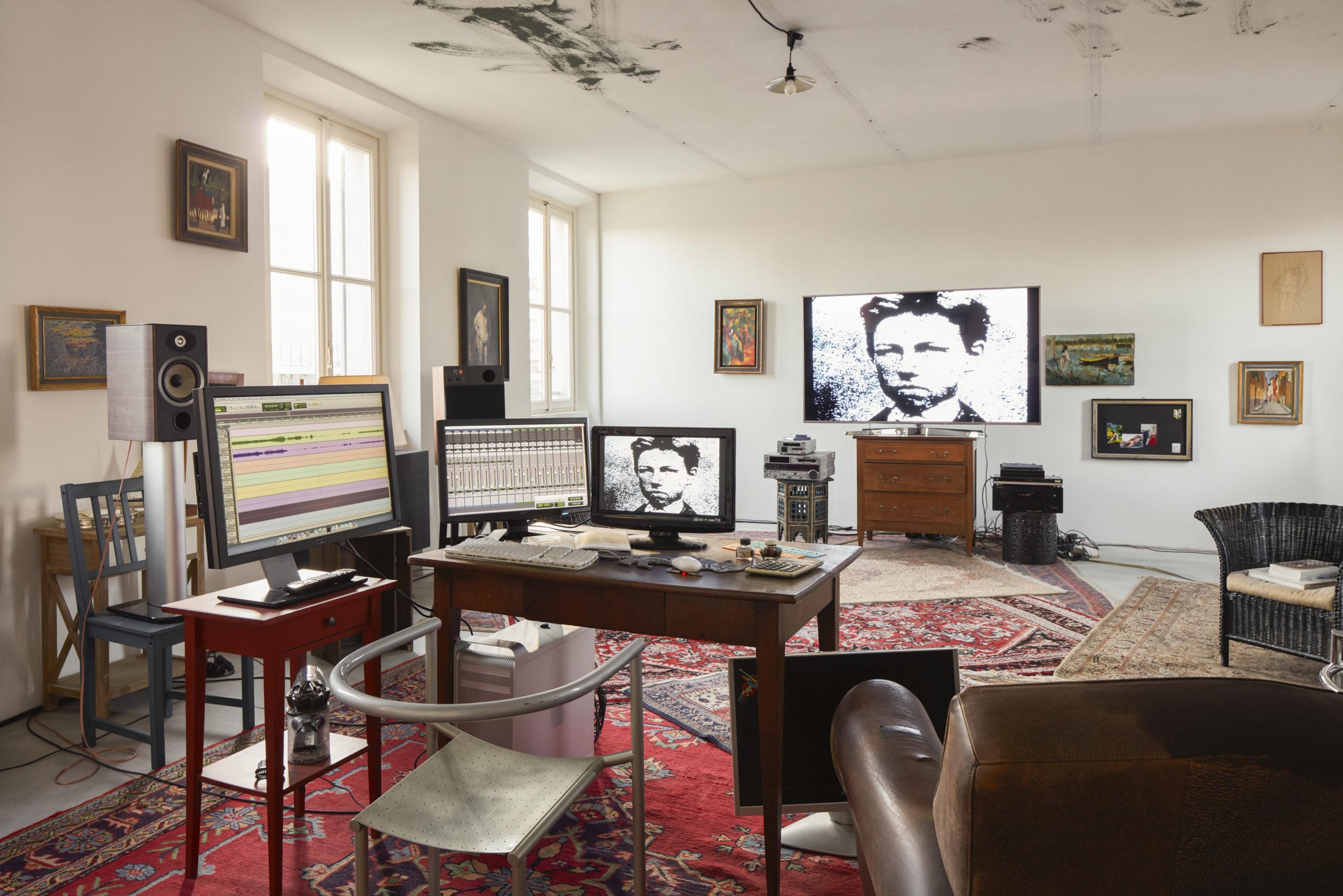 Il sogno diventa realtà. Lo studio di Jean-Luc Godard si trasferisce definitivamente alla Fondazione Prada di Milano