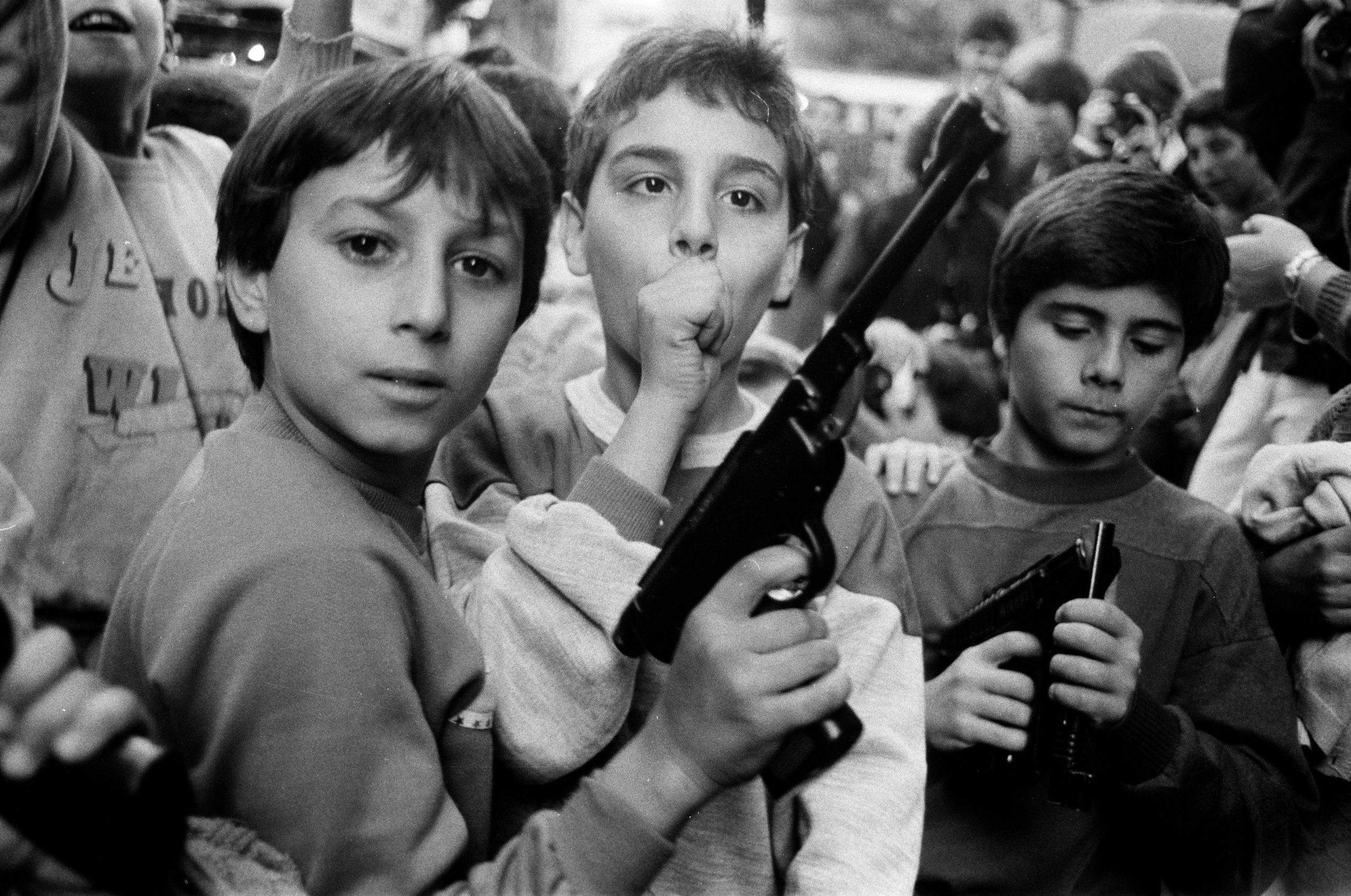 Tutte le ferite di Palermo. Letizia Battaglia ai Magazzini Fotografici di Napoli