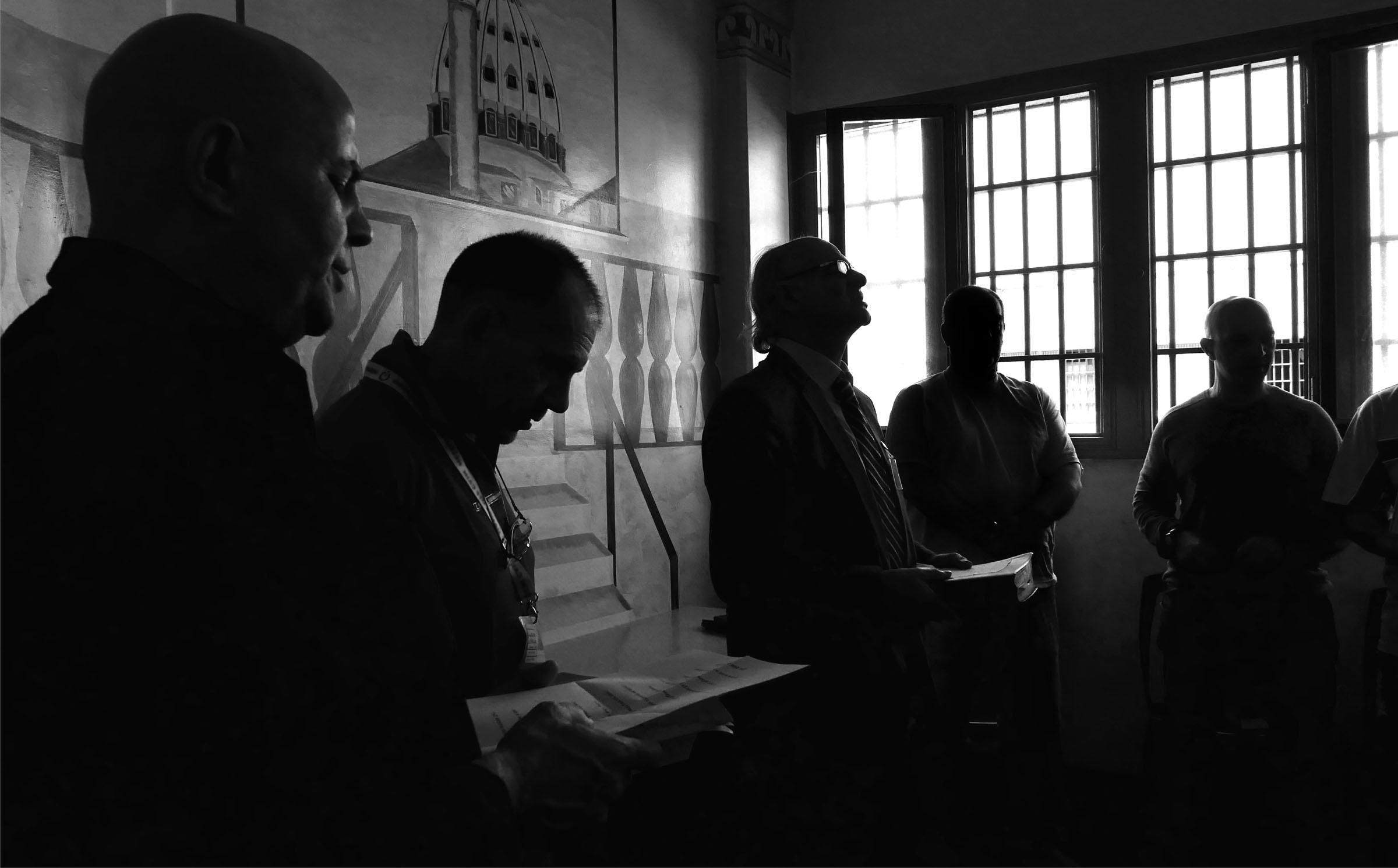 Preghiere in carcere. Manifestazione della libertà religiosa, le fotografie di Margherita Lazzati a Milano