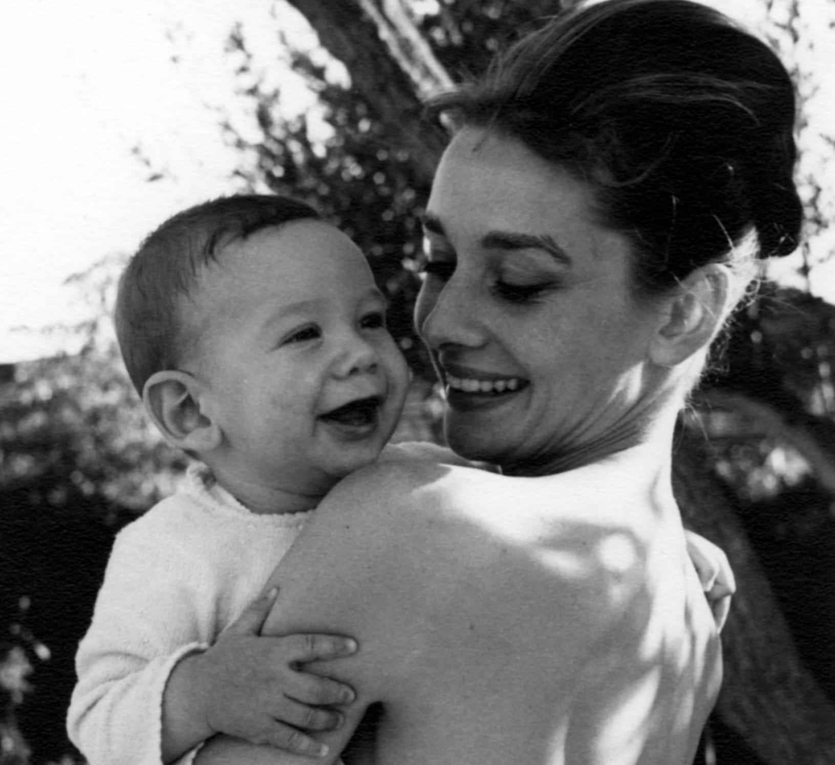 La donna dietro la star: a La Spezia, la mostra su Audrey Hepburn creata dal figlio Sean