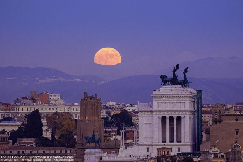 Moonrise alll'Altare della Patria di Roma