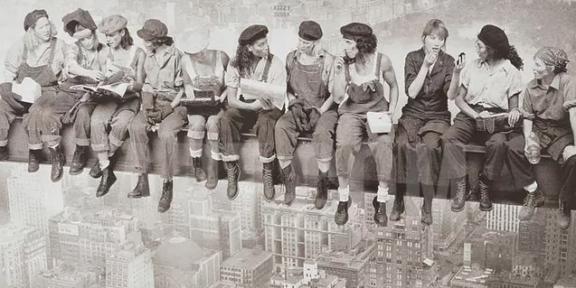 Lavoratrici al margine. Donne che lavorano con altre donne