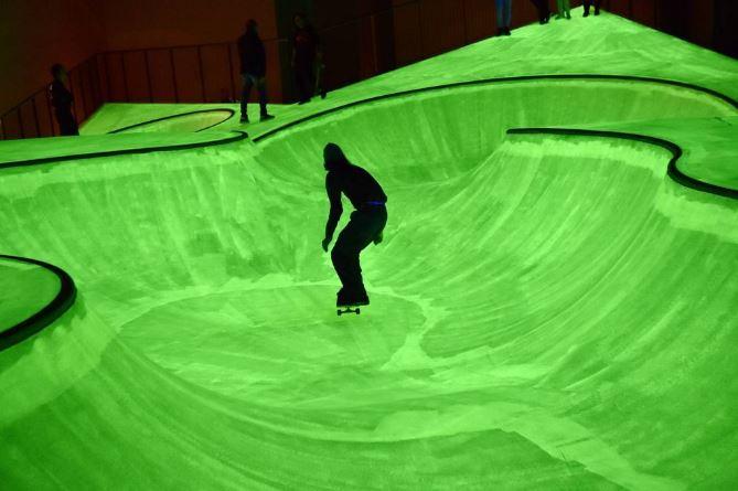 Uno skatepark fosforescente alla Triennale. Il nuovo progetto multisensoriale di Koo Jeong A