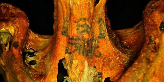 Uno dei tatuaggi scoperti con i raggi infrarossi