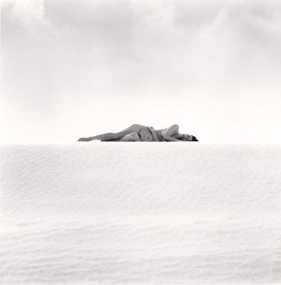 Nudi femminili in dialogo con i paesaggi del Giappone. La poesia di Michael Kenna a Brescia