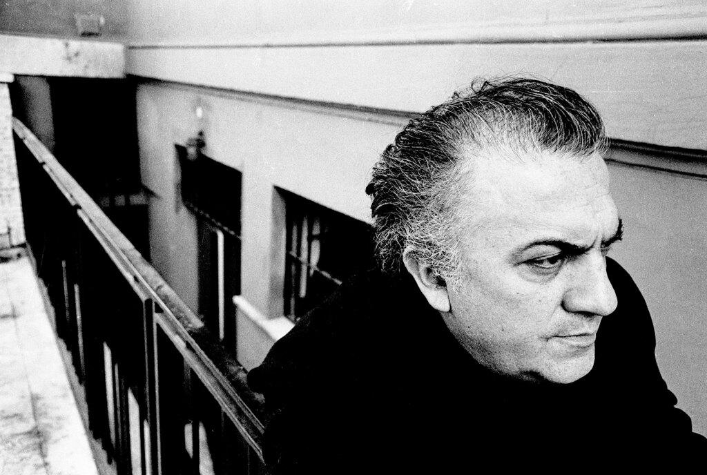 Il centenario di Fellini e l'operazione nostalgia della tv: vecchi filmati e poche idee nuove