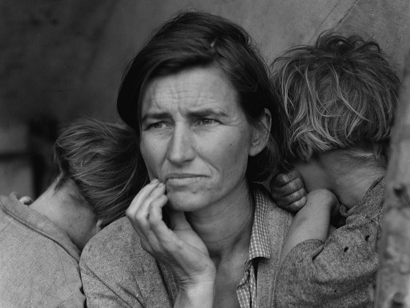 Due donne nei tornanti della storia. Gli scatti di Margaret Bourke-White e Dorothea Lange in mostra a Milano