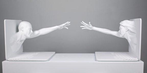 Federico Clapis, Touch Scream, 2018, resina, 35x80x36 cm
