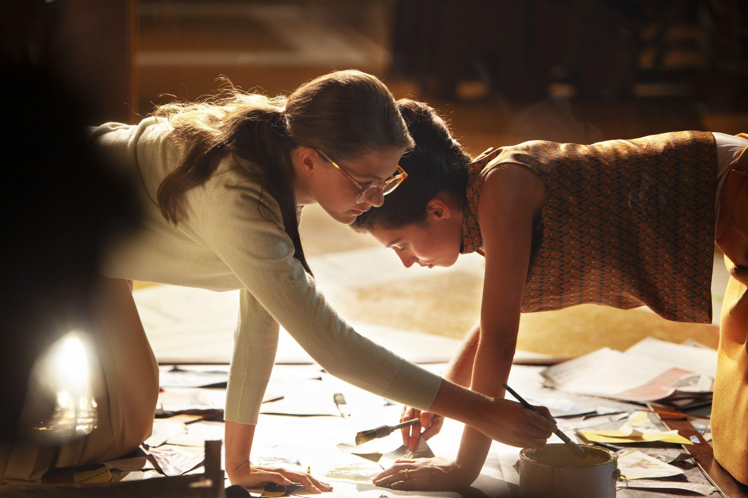 La nuova serie de L'amica geniale su Rai1: Elena e Lila, giovani donne nell'Italia del boom economico
