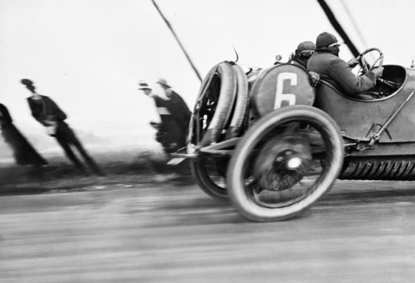 Grand Prix de l'Automobile Club de France dite aussi L'automobile déformée, 1913 mais datée et diffusée par Lartigue de 1912, photograph by Jacques Henri Lartigue © Ministère de la Culture (France), MAP-AAJHL