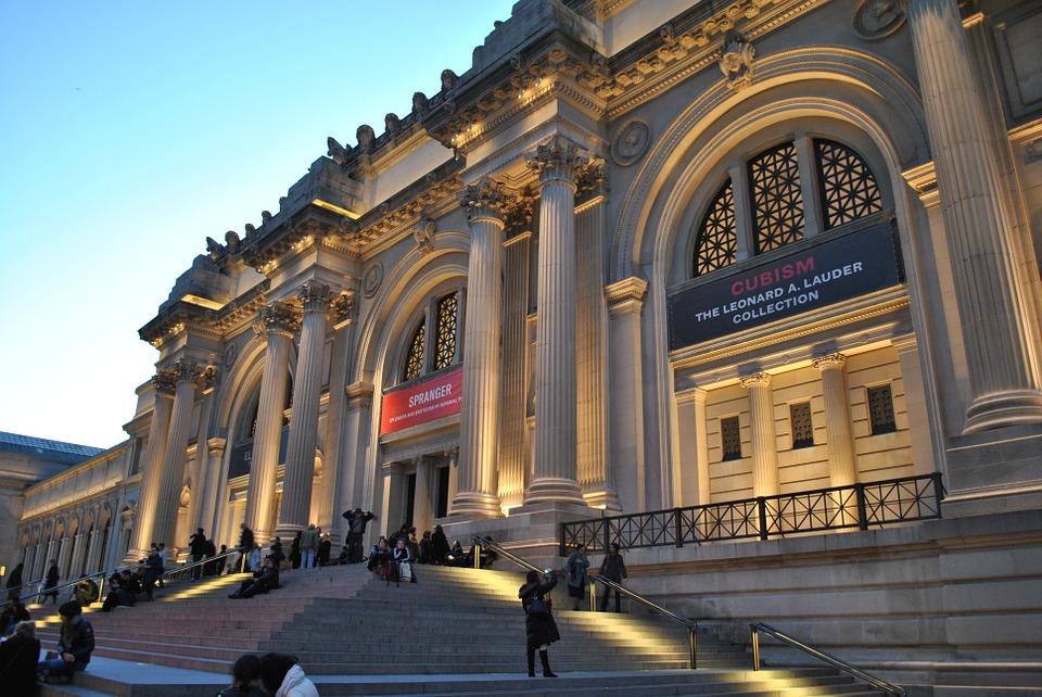 Centenari di bellezza e altre storie. Dal Met al Prado, dall'Ermitage ai Musei Capitolini