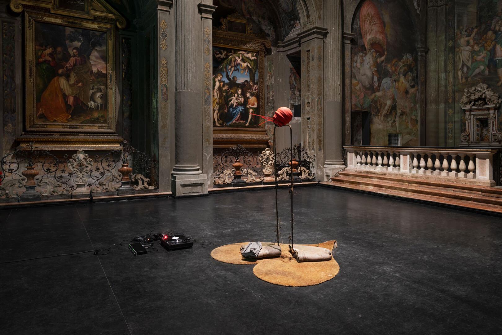 Un dialogo ai limiti della follia. La personale di Michael Dean a Milano