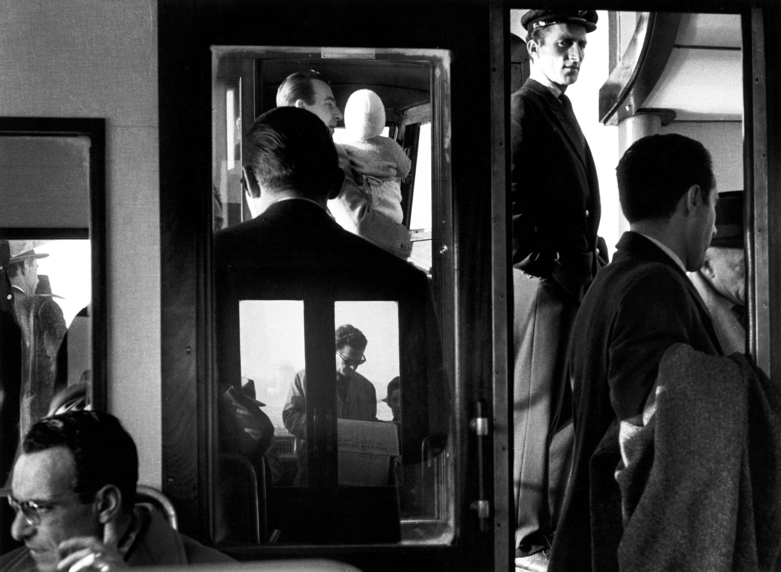 60 anni d'Italia negli scatti di Gianni Berengo Gardin (accompagnati da testi d'autore). La mostra-omaggio a Milano