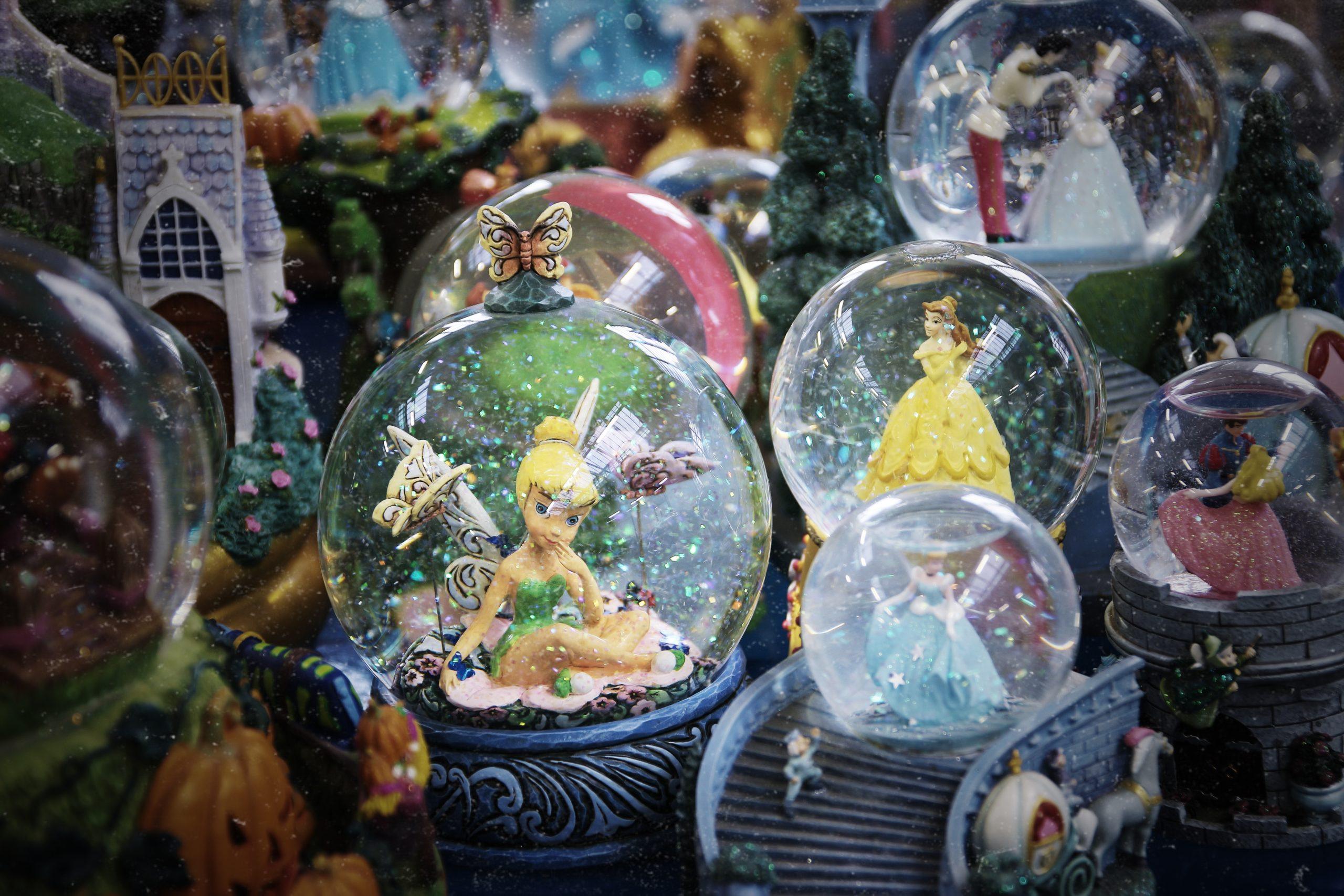 Da Peter Pan alla Sirenetta. Boules de neige da favola in asta da Il Ponte
