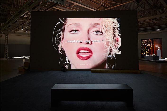 La terza dimensione per decifrare il linguaggio della realtà contemporanea. Trisha Baga in HangarBicocca