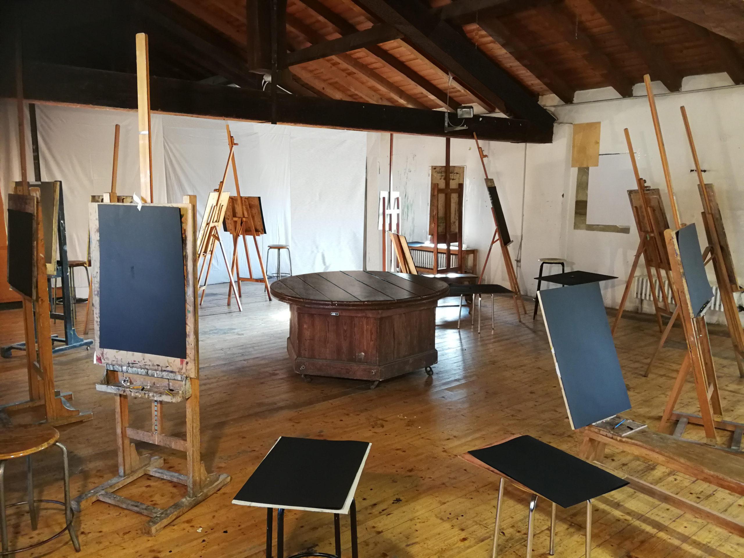Nudi in galleria: Stefano Scheda allestisce la Scuola Libera del Nudo, a Milano