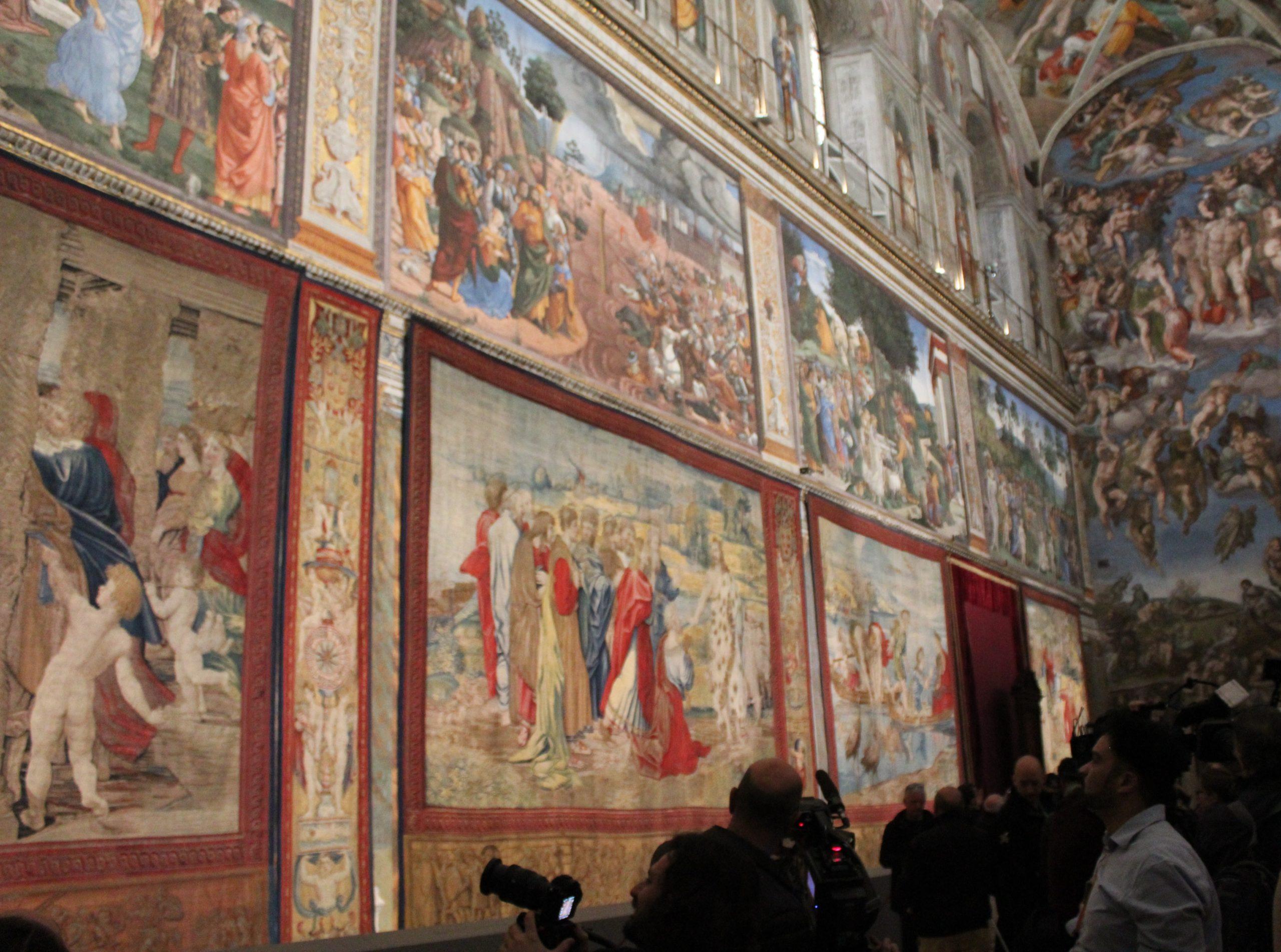 Evento storico. Dopo 400 anni gli Arazzi di Raffaello tornano nella Cappella Sistina